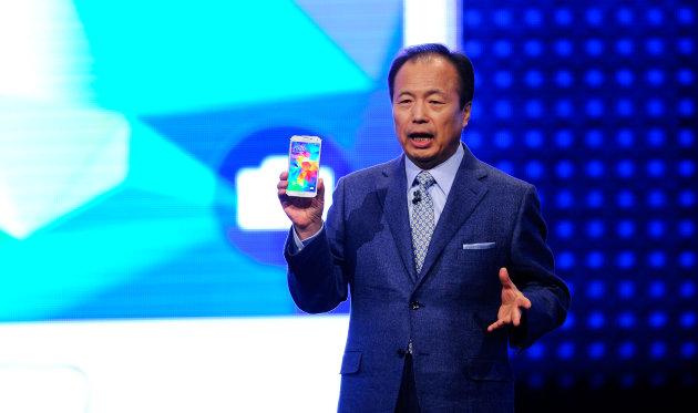 Samsung mantendrá a su máximo dirigente móvil (por ahora)
