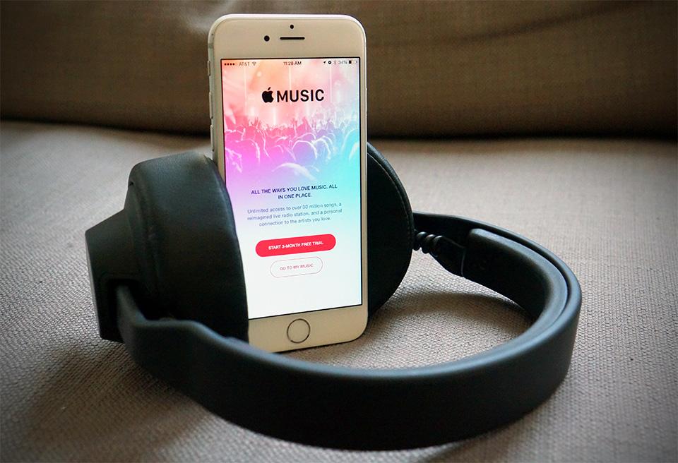 Apple secondo le informazioni ricevute sta facendo i earbuds senza fili premio per il iPhone seguente