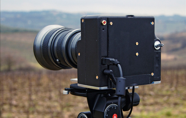 Dario Morelli's scanner-based medium format camera