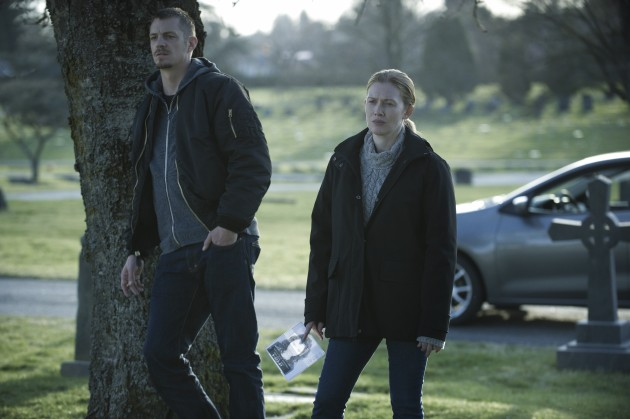 Joel Kinnaman (L) and Mireille Enos (R) in a scene from Netflix's