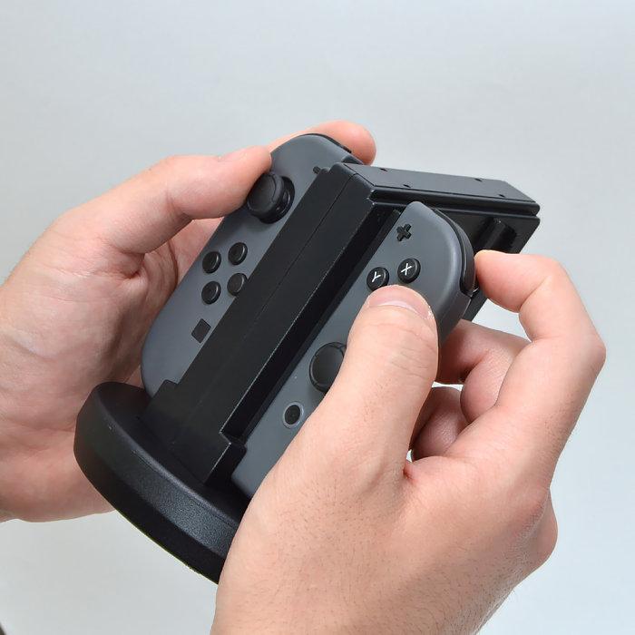 それか思い切って「nintendo switch proコントローラー」(税抜6980円、税込7538円)を買ってしまうか。 あるいは、携帯プレイをメインにするか。 本体の. ニンテンドースイッチで面倒なjoy Con充電の手間を軽減 4台用充電スタンドがサンコーから Engadget 日本版