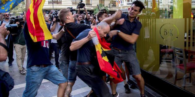 Imagen de los ultras que reventaron una queja de izquierdas y nacionalista en Valencia el pasado nueve de octubre.