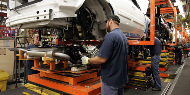 Auto production at the CAMI Automotive facility in Ingersoll, Ontario, Thursday, Dec. 21, 2006. A new report says there's