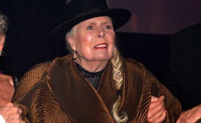 Joni Mitchell Makes Rare Public Appearance At Clive Davis