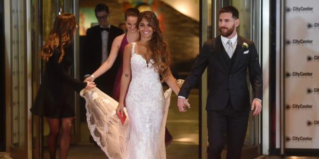 Leo Messi y su esposa, Antonela Roccuzzo, en la celebración siguiente a su enlace.