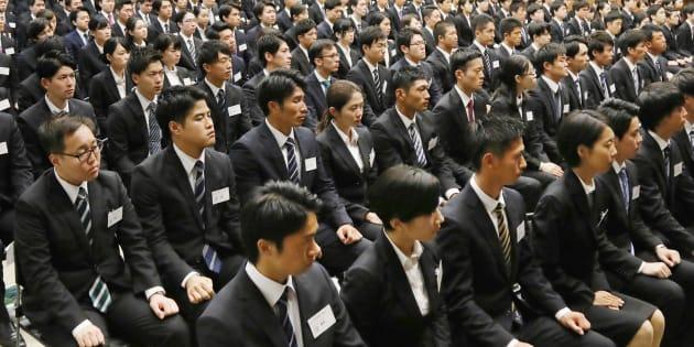 三井住友銀行の内定式に出席した学生たち=10月2日、東京都千代田区