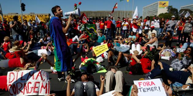 Em 2016, apoiadores de Dilma protestam contra impeachment, tachando-o de