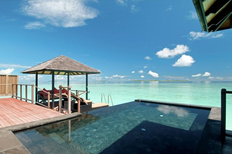 Top 10 Infinity Pools Hilton Worldwide  HomeDSGN