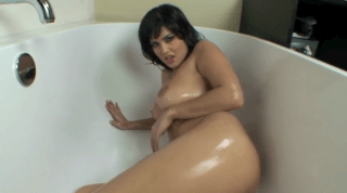Sunny Leone Hot And Oily In The Tub