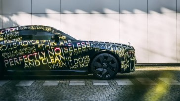 Rolls-Royce plans to stop making gas-powered cars by 2030