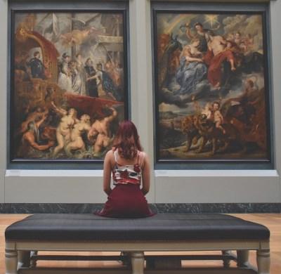 museum woman
