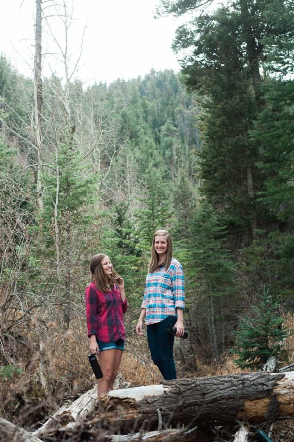 Colorado hiking at St. Mary's Falls in Cheyenne Canyon. Love layering with flannels for hiking & bringing along Stanley Brand! #stanleyness