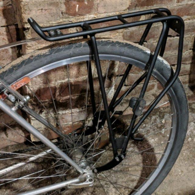 Axiom Streamliner Road DLX rear rack for bike