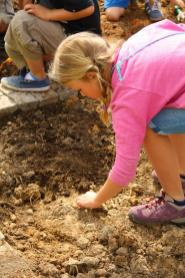 Grade-1-Gardening-Outing (11)