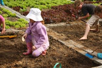 Grade-1-Gardening-Outing (27)