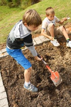 Grade-1-Gardening-Outing (3)
