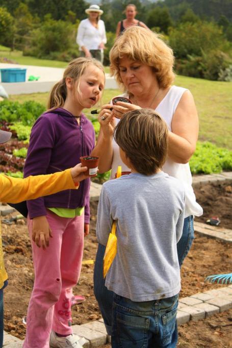 Grade-1-Gardening-Outing (44)