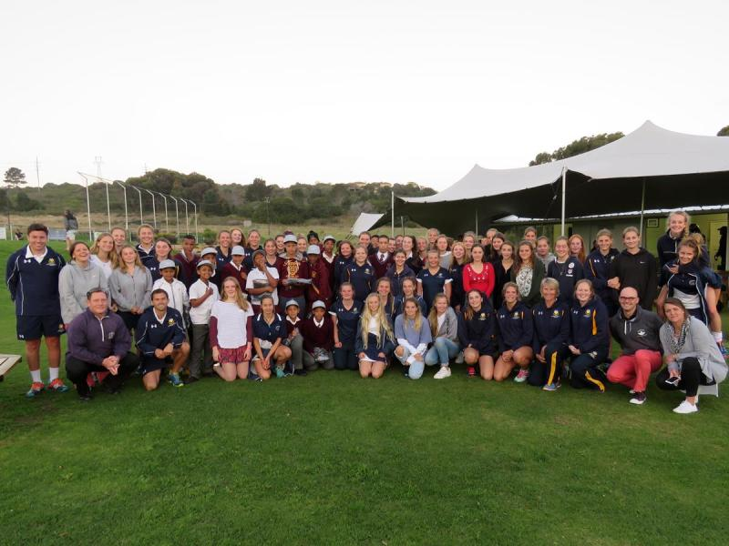 Teamwork of Oakhill School and Bryanston School UK U16 and 1st Team Hockey Girls with Knsyna Sports School up and coming cricketers (Copy)