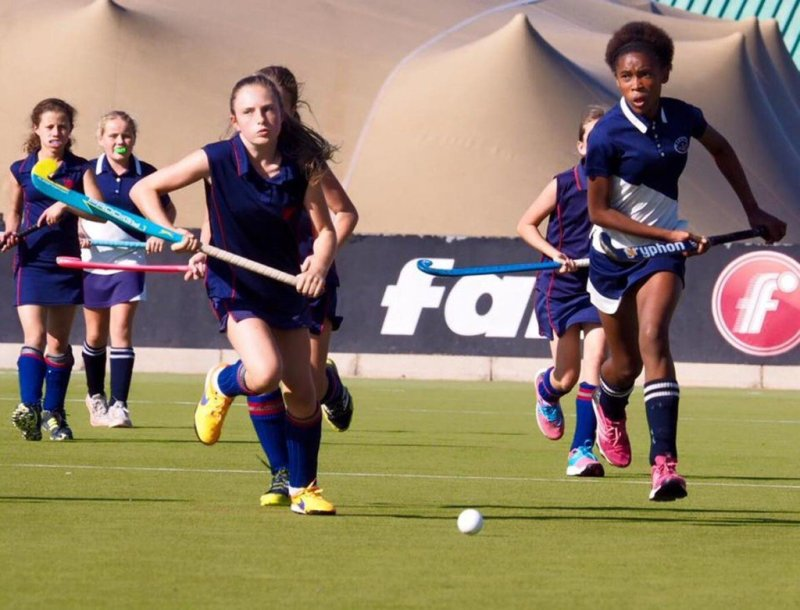 Hlomla Mfeka and St Georges player dashing for the ball (photographer Jo Tanner) (Copy)