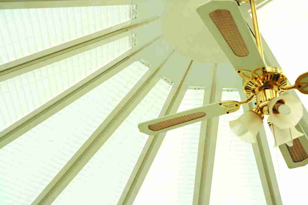 Conservatory with cream pleated roof blinds