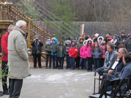 Ron Kagan, executive director and CEO of the Detroit Zoological Society speaks to a crowd of school children and media