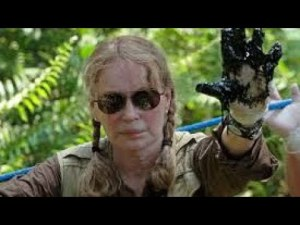 Mia Farrow raises a dirty hand for Ecuador