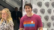 san Diego Comic Con 2019 – Caity Lotz And Brandon Routh At Wb Booth