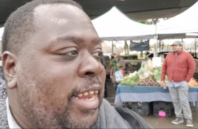 Mobile Mayor At Oakland Grand Lake Farmers Market For March 7 2020