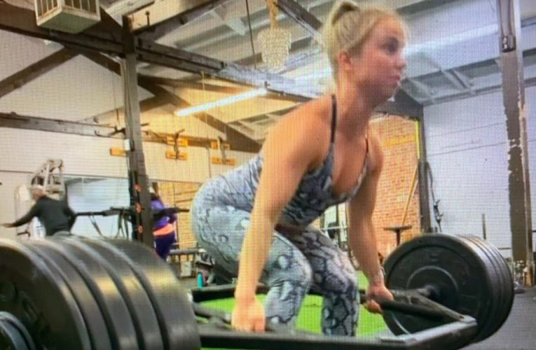 Is Ms Linak On Instagram The Strongest Woman Bodybuilder In Oakland With This 300 Lbs Deadlift?