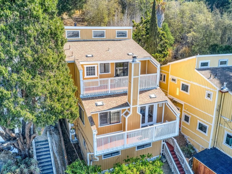 Home For Sale At 6690 Outlook Ave Oakland, CA 94605