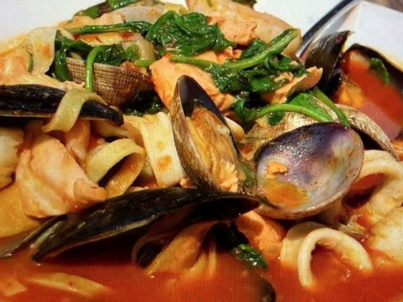 Lake Chalet Seafood Bar & Grill Oakland Has Seafood Linguine On The Menu At 1520 Lakeside Drive