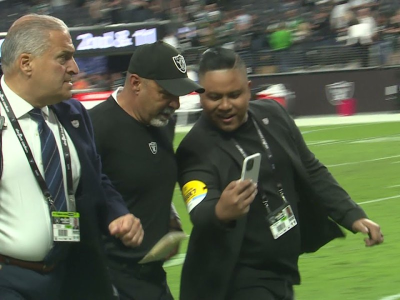 Raiders on-field after Week 7 win over Eagles, Oct 24, 2021