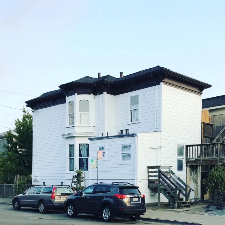 white house in west oakland