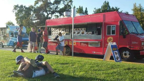 Another food truck attracts spectators (Nick Burt/Talon).