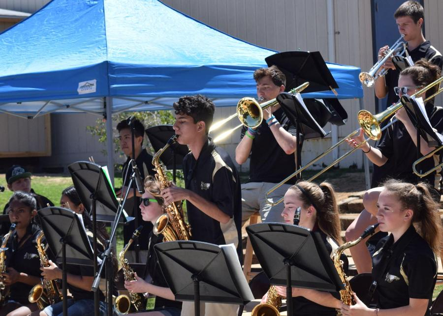 The+high+school+jazz+band+performs+in+the+amphitheater+at+Medea+Creek+Middle+School+April+17.+Performing+along+with+the+jazz+band+were+the+high+school+concert+band%2C+wind+ensemble+and+choir+%28Meghana+Mudunuri%2FTalon%29.