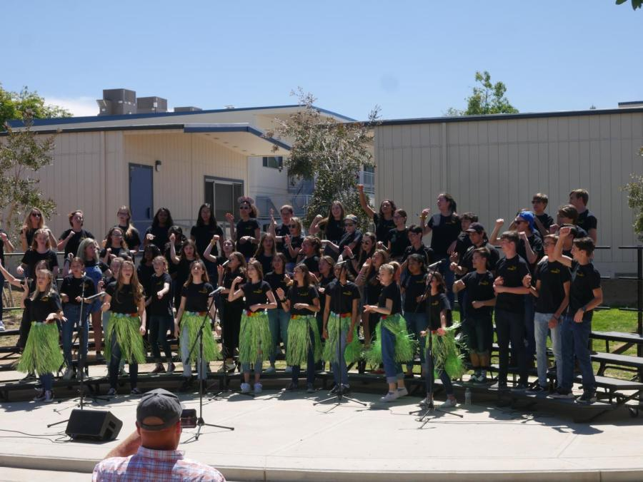 Choir+students+perform+Disney-inspired+music+from+%E2%80%9CLilo+and+Stitch.%22%0A