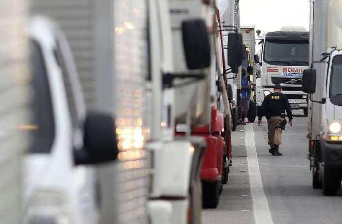 Entidades de transporte se dividem em relação à greve dos caminhoneiros