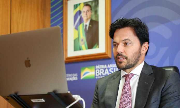 Fábio Faria assina portaria de criação do programa Digitaliza Brasil