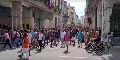 manifestantes-nas-ruas-de-havana