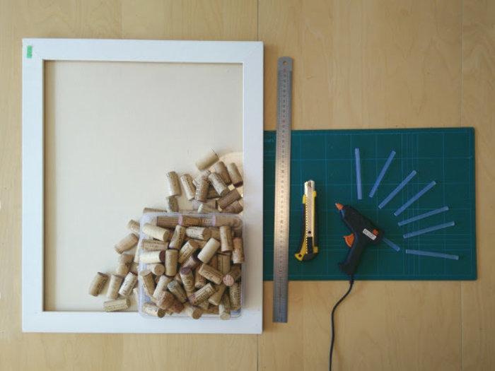 un tableau liege en bouchons recycles