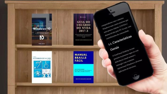 Em primeiro plano, no canto direito da tela, uma mão segurando um smartphone com um aplicativo de leitura de livro digital. Em segundo plano uma estante com as capas dos livros listados no artigo