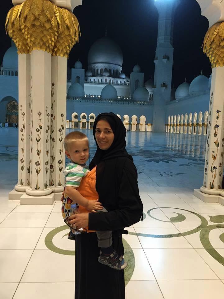 #MamaInAltaTara. Ce a invatat Cristina despre parenting in Emirate