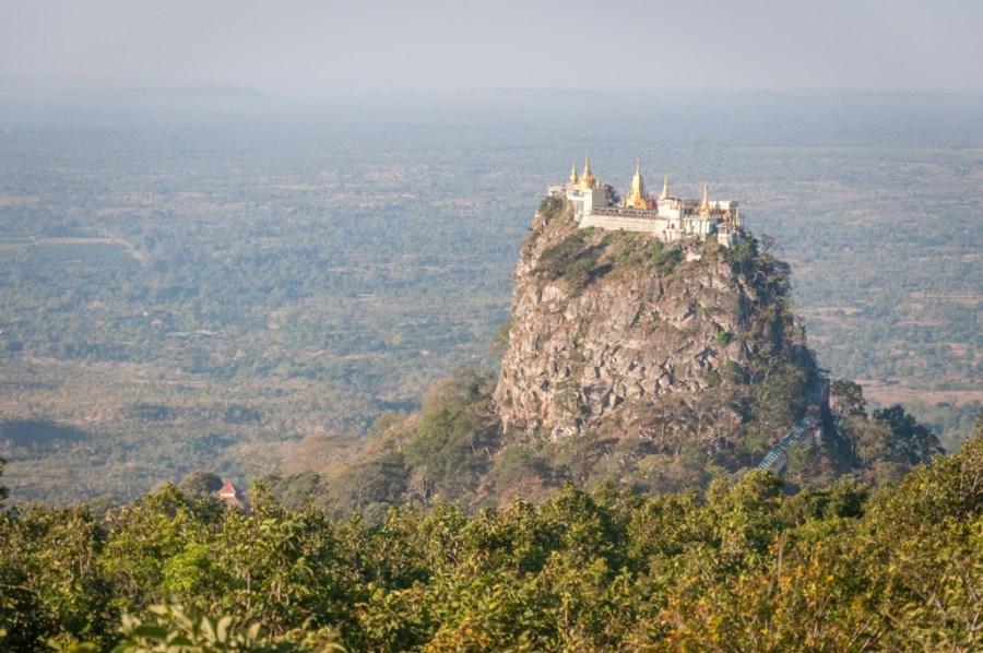 Manastirea Taung Kalat_Myanmar_oanabotezatu.ro