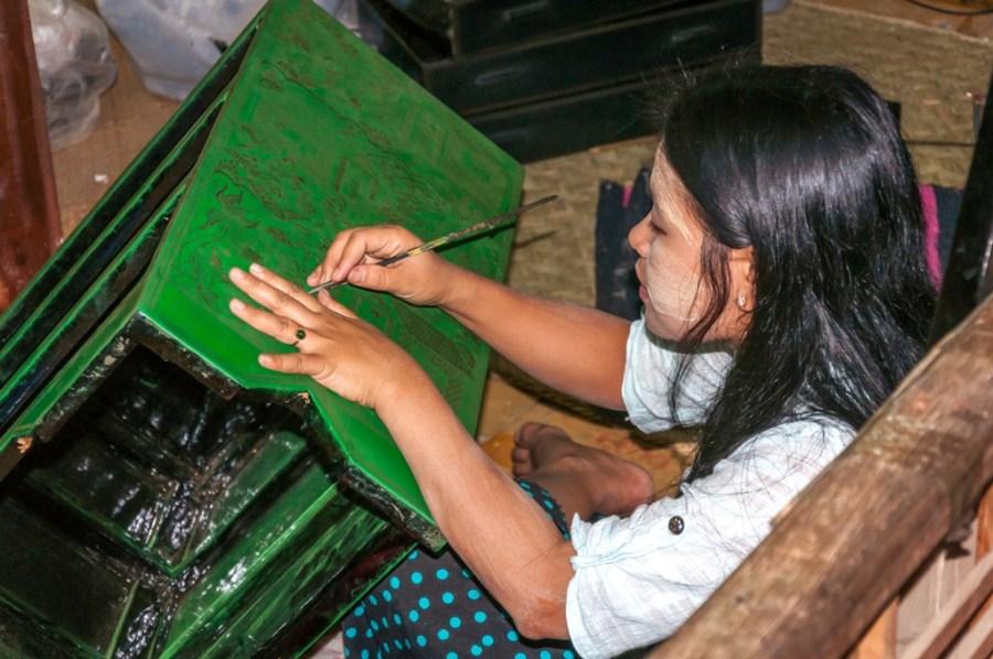 Piese de mobilier decorate manual de artizanele birmaneze_Myanmar