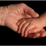 De ce îmi e milă de tine mana tânăr cu mana copil