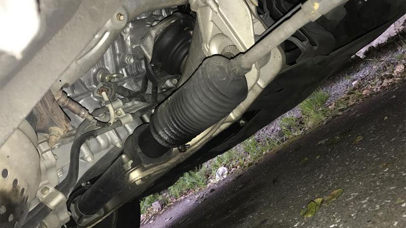 steering rack and pinion leak symptoms
