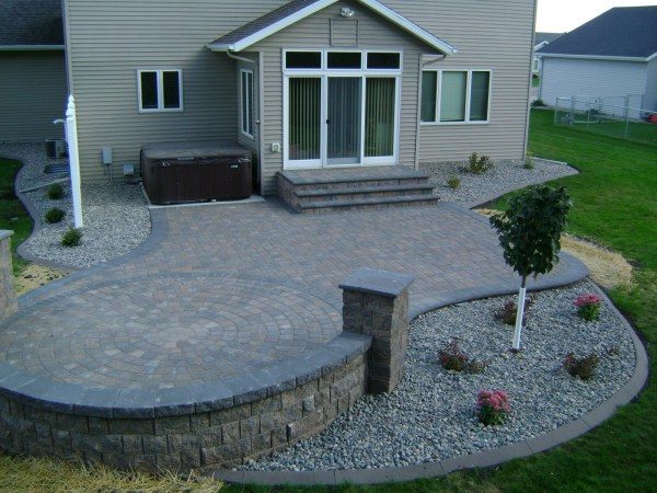 earth tone paver patio with sitting