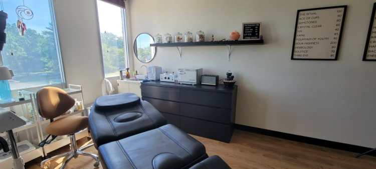 Facial and other skin treatments bed
