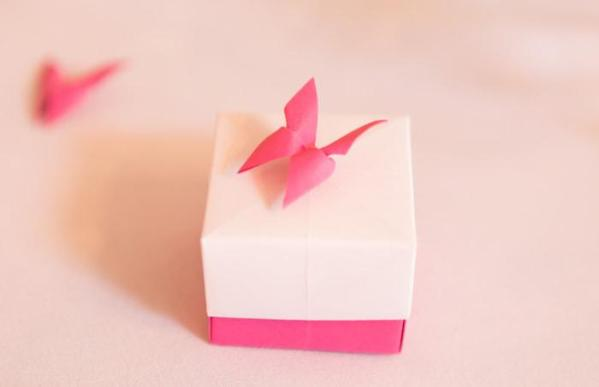 Wedding-Favour-Boxes-Handmade-Origami-Butterfly-Boxes-Fuchsia-Pink-Port-Lympne-Hotel-Jeff-Oliver-Photography-closeup-Oast-House-Gifts