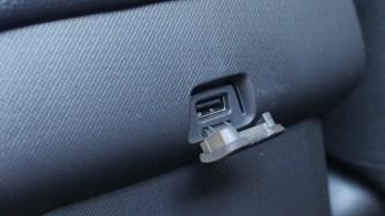 Port USB dla pasażerów tylnych siedzeń